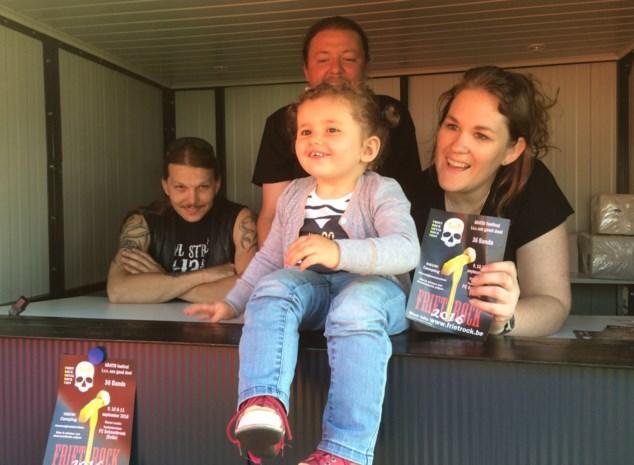 """Ex-frituriste zet traditie voort: """"Frietrock blijft bestaan"""""""
