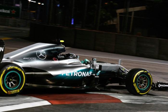 Grote hagedis verstoort F1 in Singapore, Rosberg snelste