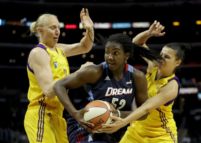 Los Angeles Sparks en Ann Wauters trekken met zege play-offs van WNBA in