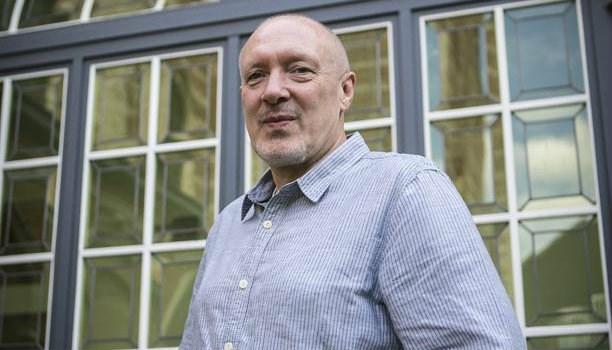 Deze Antwerpse scenarist rijgt successen aaneen, van 'Windkracht 10' tot 'Cordon'