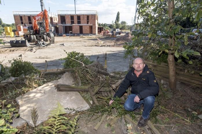 """Aannemer dumpt afval in zorgvuldig aangelegd tuintje: """"Schade is onomkeerbaar"""""""