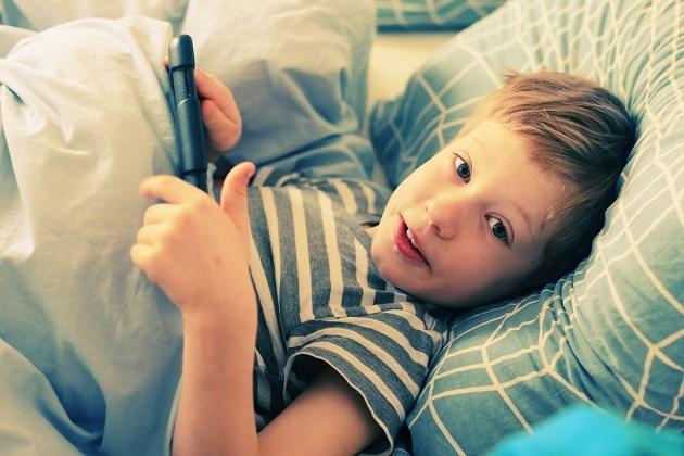 Daarom weer je tablets en smartphones beter uit de kinderkamer