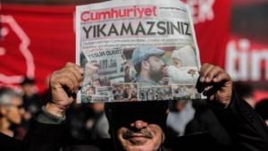 Hoofdredacteur en medewerkers Turkse oppositiekrant Cumhuriyet aangehouden