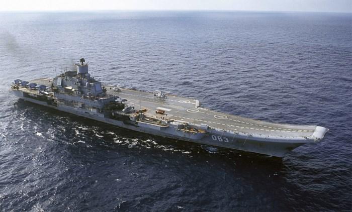 Russisch vliegdekschip Admiraal Koeznetsov voor de Syrische kust