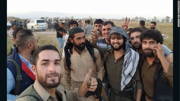 Man redt 70 mensen uit klauwen van IS-sluipschutters door bepantserde BMW