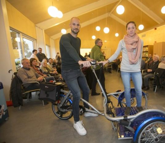 """Tom Boonen demonstreert rolstoelfiets bij bejaarden: """"Een eer om dit te mogen doen!"""""""