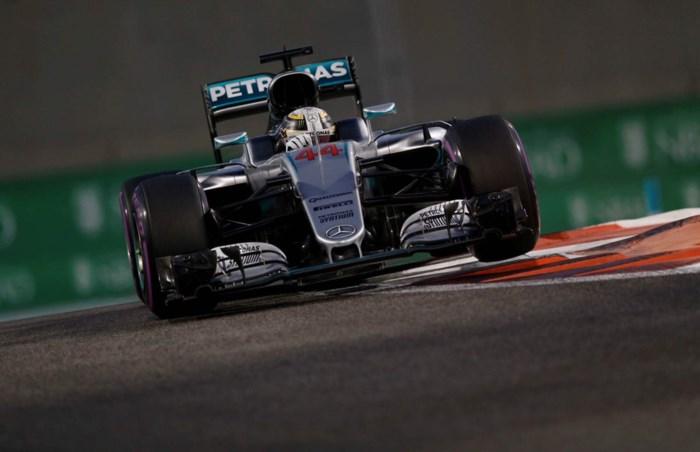 Hamilton verovert polepositie en zet Rosberg onder druk in Abu Dhabi