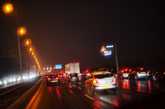 Wegen & Verkeer test maandag verlichting snelwegen in Antwerpen, Limburg en Vlaams-Brabant