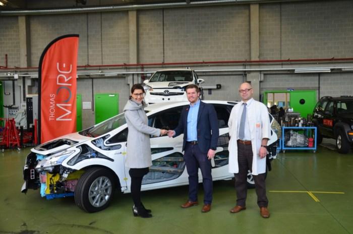 Opleiding Autotechnologie krijgt hybridewagen