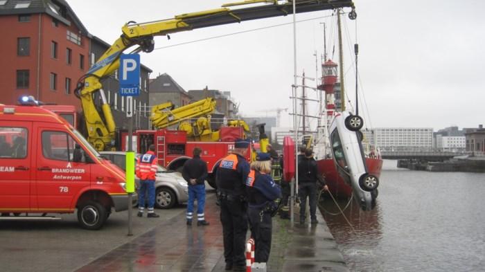 Hekken en veiligheidsnetten rond dokken en Schelde moeten ongevallen voorkomen