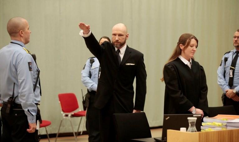 Anders Breivik provoceert opnieuw met Hitlergroet in rechtbank
