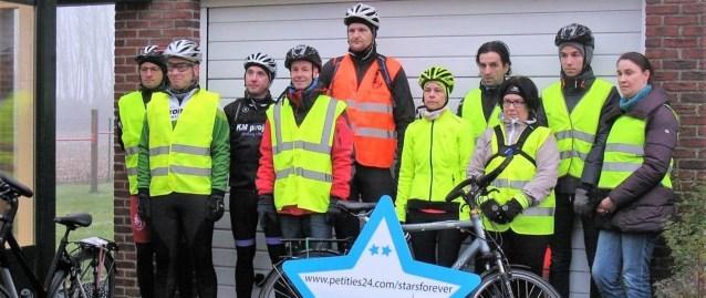 Fietsers die naar Ben Weyts trekken voor veiliger fietspaden krijgen chocomelk