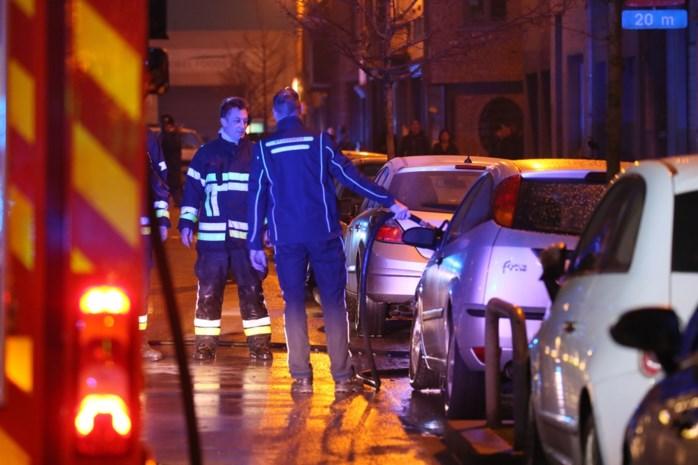Gangsters vergissen zich en steken auto van invalide vrouw in brand