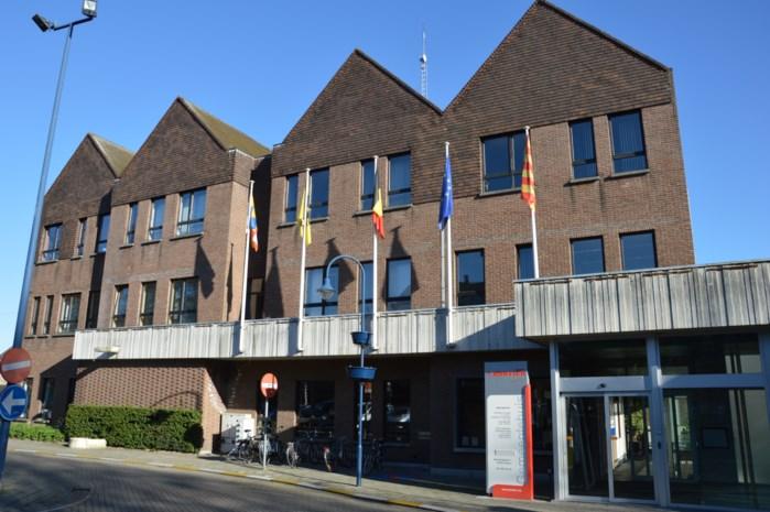 Rondleiding in te renoveren gemeentehuis