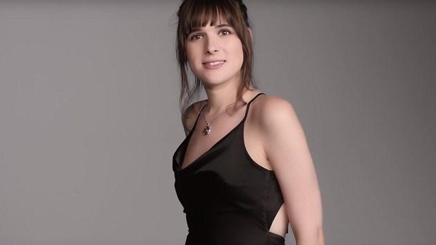 Ook groot beautymerk pikt transgender model op