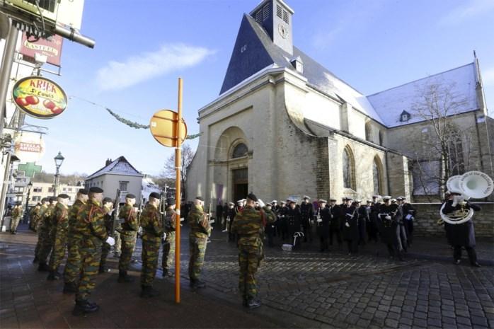 Toppolitici wonen staatsbegrafenis Luc Coene bij