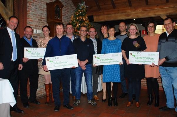Medewerkers Miko fietsen 10 000 euro bijeen voor goede doelen