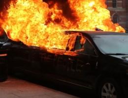 IN BEELD. 90 arrestaties bij grote protesten tegen Trump