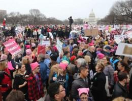 Vrouwenmars populairder dan eedaflegging van Trump