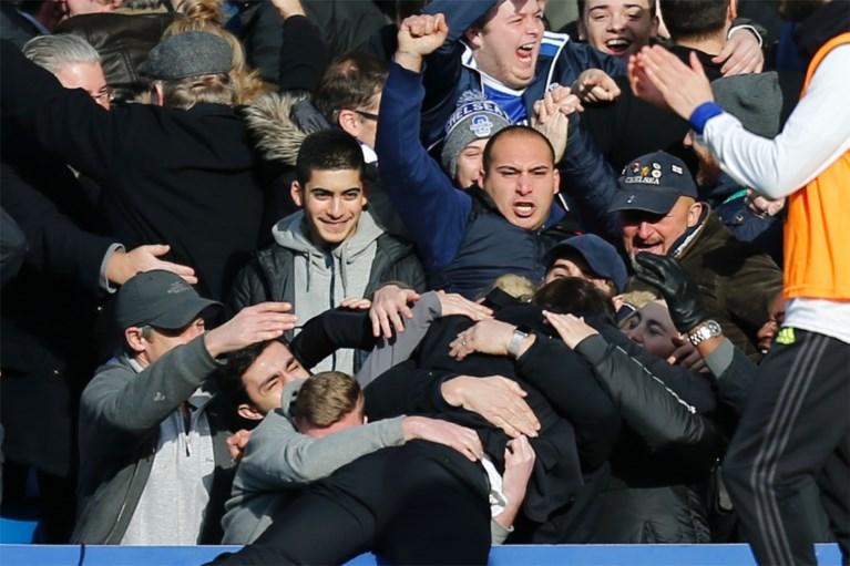 Fenomenale Hazard helpt Chelsea voorbij Arsenal en op weg naar titel