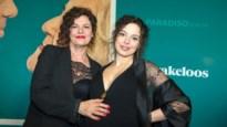 Marie Vinck hoogzwanger op de rode loper van 'Sprakeloos'