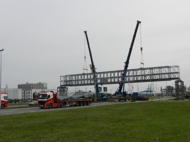 BASF bouwde brug voor personeel over Scheldelaan