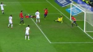 Club Brugge-speler scoort fraai tegen Spanje, Europees record voor Buffon (ondanks onderbroken wedstrijd)