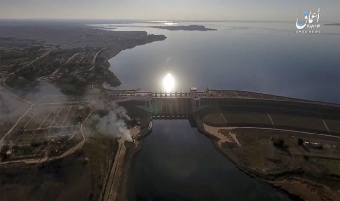 Strijd tegen IS bij Raqqa gestaakt omdat dam op instorten staat