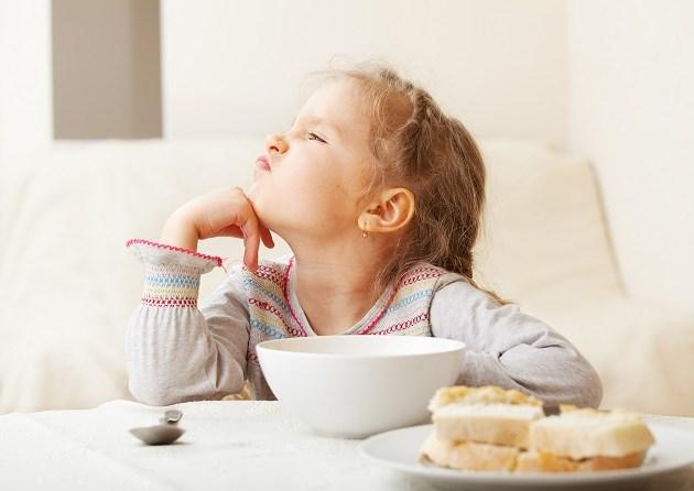 Deze moeder heeft het helemaal gehad met etenstijd en pent dat grappig neer