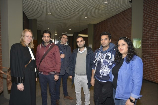 Ongezien: vluchtelingen eisen via rechter geld terug van mensensmokkelaar die hen niet in Engeland kreeg