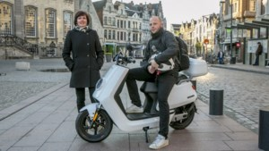 DUEL. Wie is het snelst, elektrische scooter of trein?