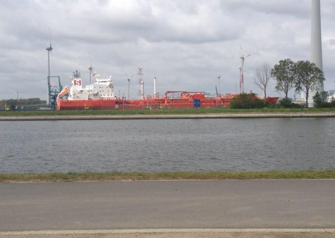 Bewoners ongerust over zeeschepen bij woonkern
