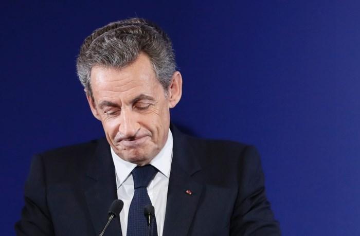 """Sarkozy stemt voor Macron: """"Maar ik steun zijn programma niet"""""""