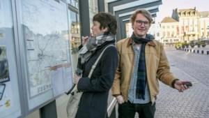'De Race' Wat is het snelst? Met de auto of het openbaar vervoer naar Antwerpen?