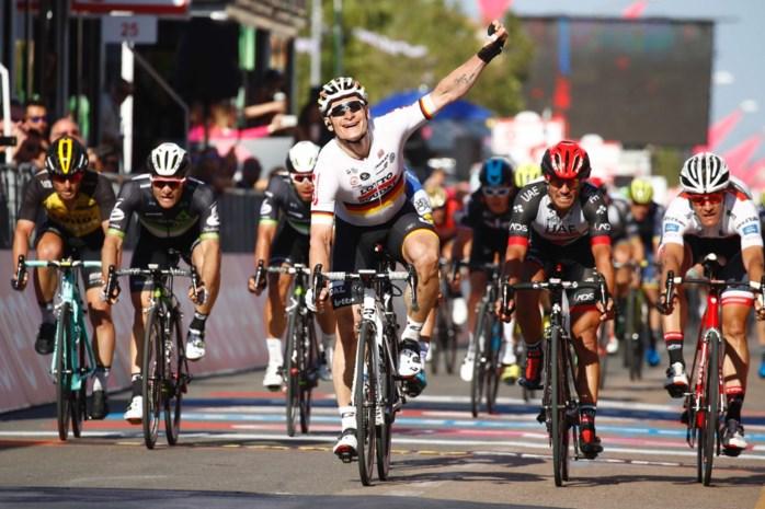 Greipel slaat dubbelslag in Giro na schakelprobleem Ewan: ritwinst en roze trui