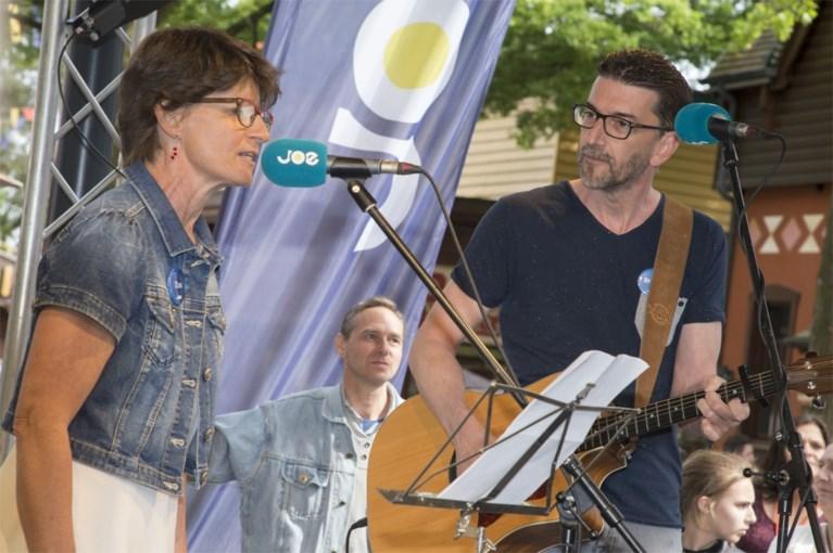 Kris en zus Veerle voor het eerst in 33 jaar samen op het podium