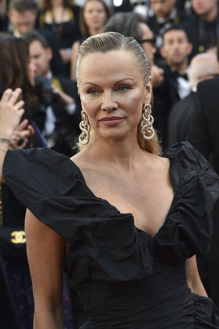 Belgische actrice maakt furore op rode loper: Mensen zien