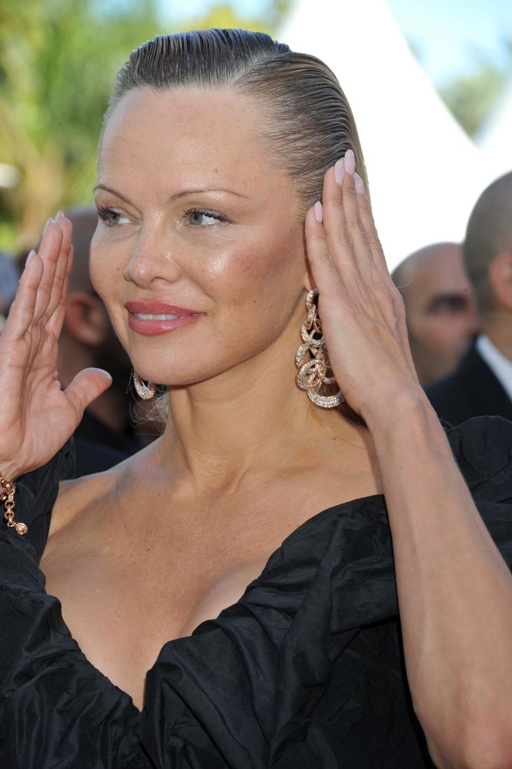 Deze actrice straalt op de rode loper in Cannes, maar