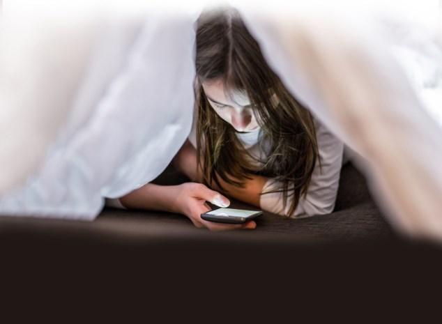 Cyberpesten, sexting, vrijgeven van privégegevens, ... : Ouders weten amper wat hun kind op internet doet