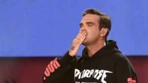 Robbie Williams krijgt hulp van publiek wanneer hij krop in de keel krijgt tijdens 'Angels'