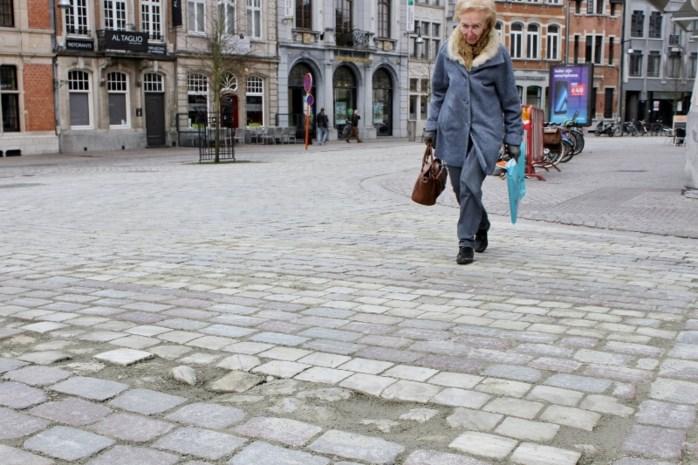 Stad vervangt versleten marmer van zebrapaden