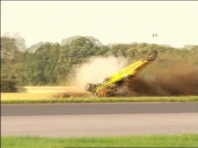 Ex-Top Gear-ster crasht met peperdure 'supercar' en wordt per helikopter naar het ziekenhuis gevoerd