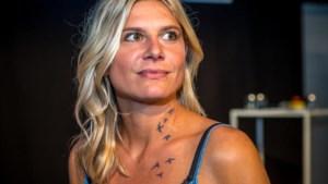 Heeft Nathalie Meskens een tattoo in haar hals?