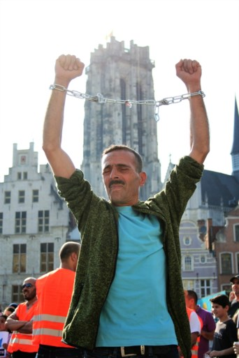 Duizendtal Marokkaanse Mechelaars op betoging Grote Markt