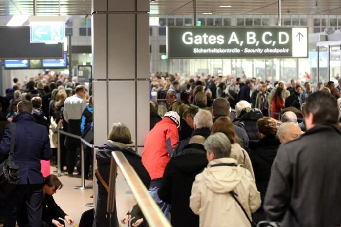 Passagiers van vliegtuig geëvacueerd in Stuttgart wegens 'mogelijke aanslag'