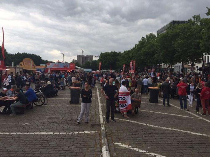 Enthousiaste Antwerpenaars ontvangen BK, overrompeling blijft uit