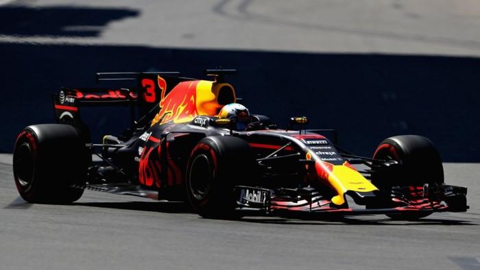 Ricciardo wint spektakelrace in Azerbeidzjan, potjes koken over bij Hamilton en Vettel
