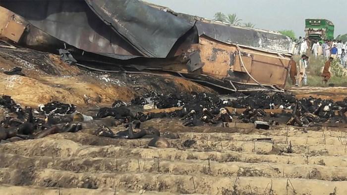 Tankwagen vat vuur: zeker 123 doden