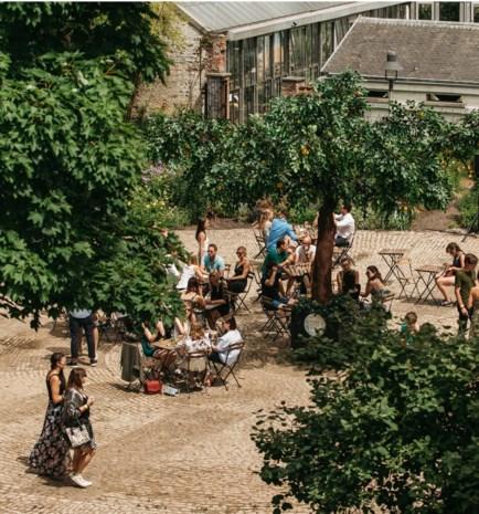 """Bar Botaniek opent de deuren naast kruidtuin: """"Een groene oase in de stad"""""""