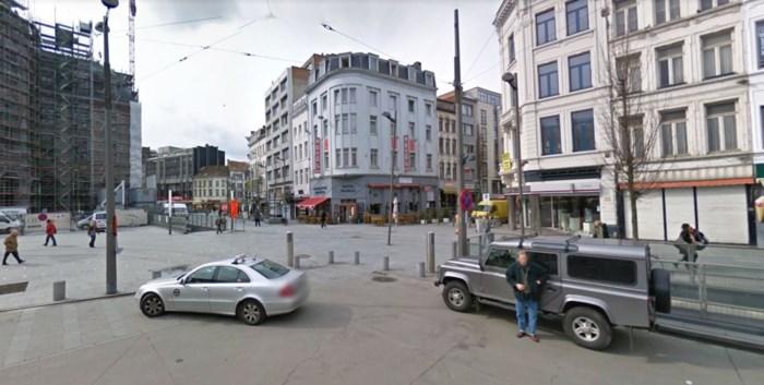 Vluchtende fietser rijdt tegen tram aan Koningin Astridplein
